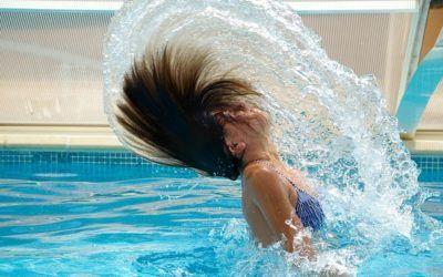 Spring ud som brystopereret badenymfe