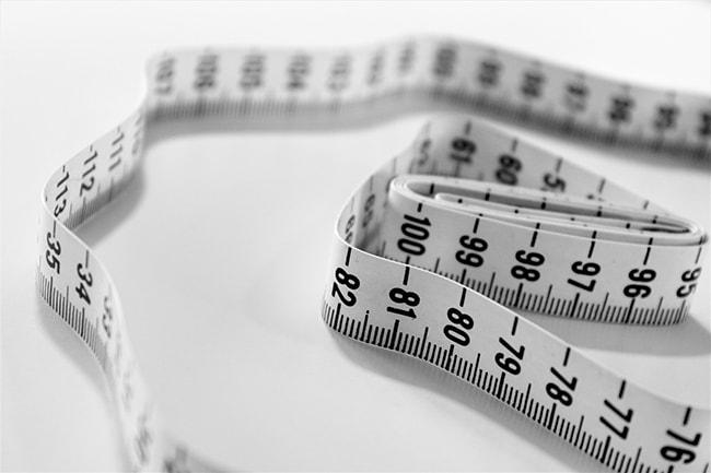 Find let din bh størrelse med et målebånd